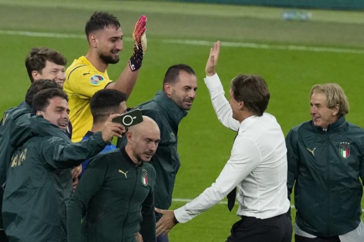 Mancini akui Spanyol hebat, penalti itu lotre