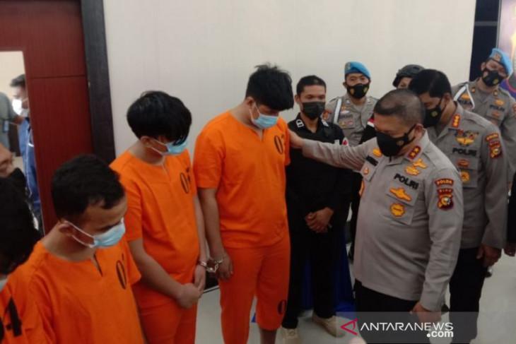 kakak  adik kurir pengedar sabu-sabu 108 kg  yang dikendalikan dari dalam Lapas ditangkap