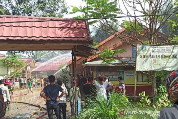 Kebakaran SDN Tanah Bangkang Sungai Raya akibatkan tiga ruang rusak berat