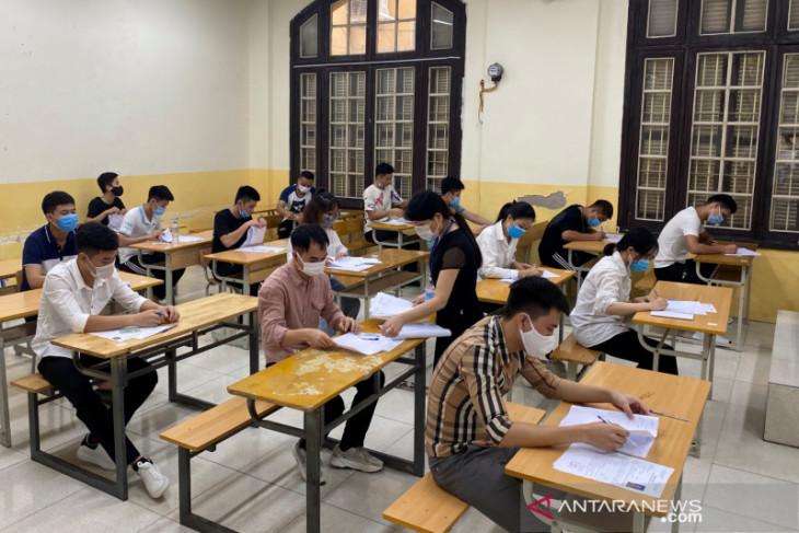 Kasus COVID-19 melonjak, kota-kota terbesar Vietnam perketat pembatasan