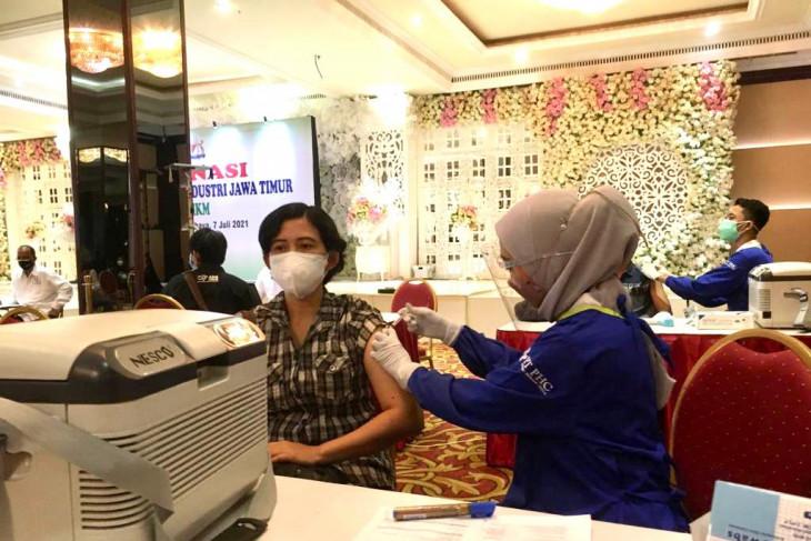 Kadin Jatim vaksinasi  421 UMKM di Surabaya Raya