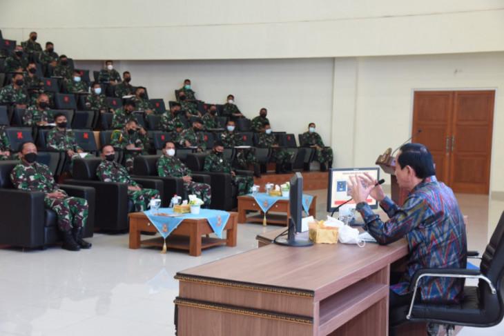 Mantan Kasal Bernard Kent Sondakh berikan kuliah umum siswa Pusdiklapa Kodiklatal