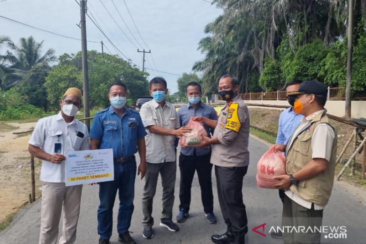 PT Timah salurkan bantuan sembako ke keluarga terdampak PPKM di Mentok
