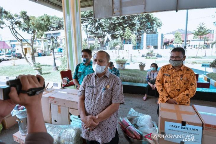 Belasan pelaku usaha kecil di Padangsidimpuan terima ...