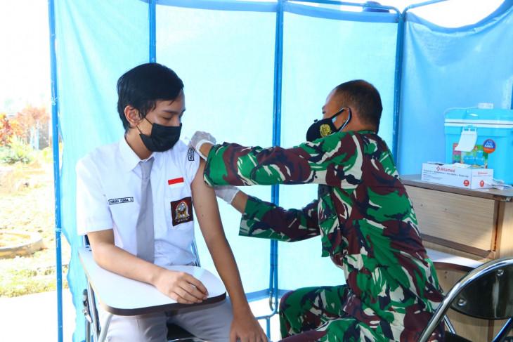 Lanud Supadio vaksinasi ratusan siswa SMA Pradita Dirgantara