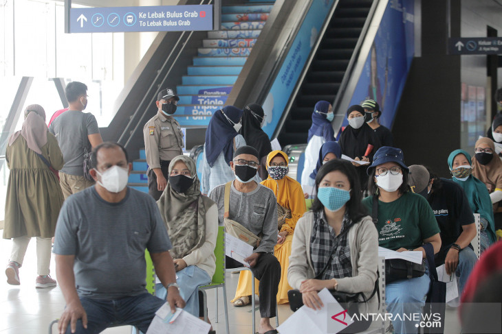 MRT, WeCare donate oxygen cylinders for Jakarta's COVID-19 patients