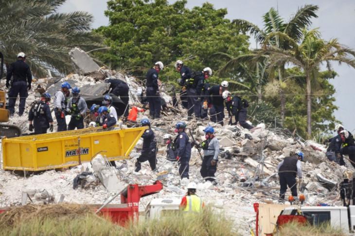 Korban tewas kondominium Florida bertambah menjadi 79