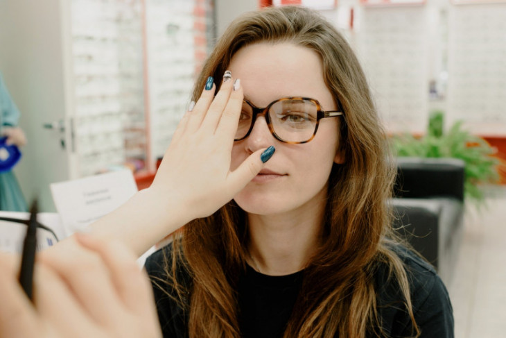 Benarkah gejala awal COVID-19 terdeteksi dari gangguan mata