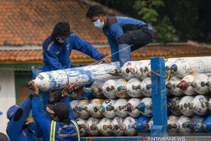 Gajah Tunggal, UID Foundation donate 2,000 tons liquid oxygen