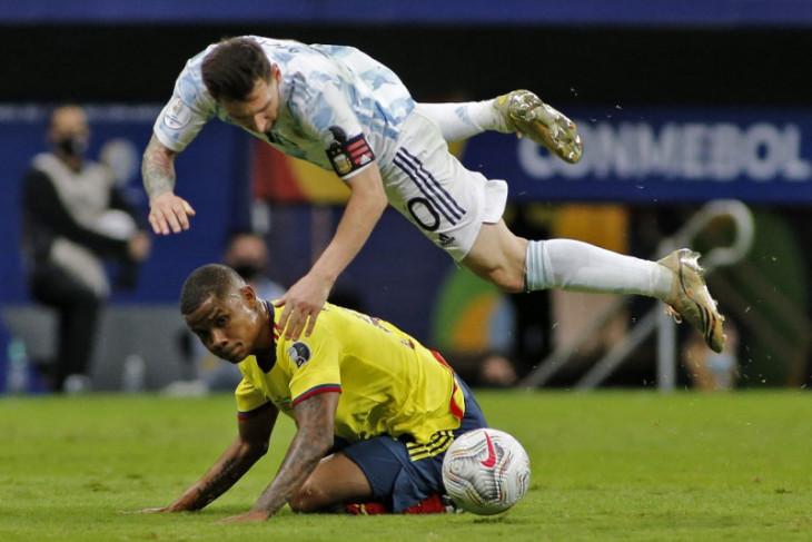 Mustahil Barca pertahankan Messi tanpa turunkan gaji
