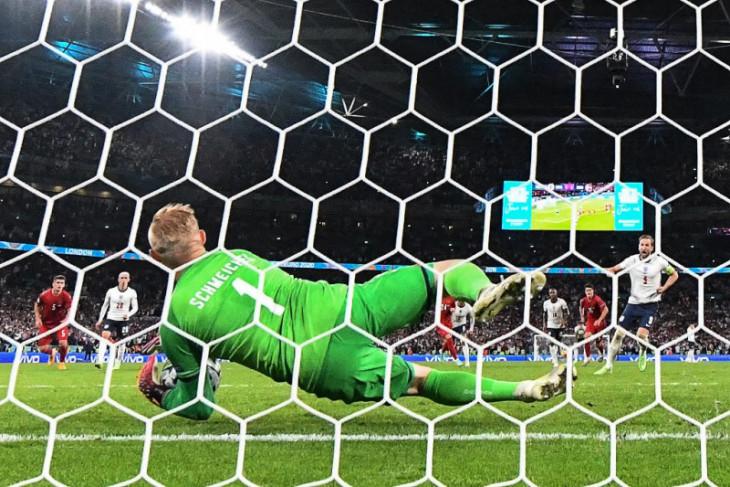 UEFA usut sinar laser ke arah Kasper Schmeichel pada semifinal Euro
