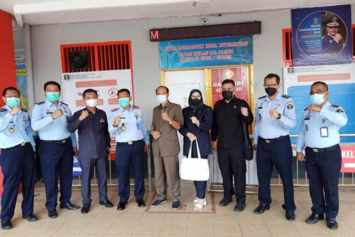 Kunjungi Lapas, Komisi I DPRD Provinsi Jambi minta warga binaan divaksin
