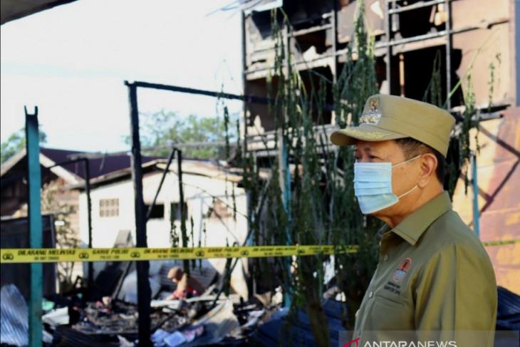 Bupati Tapin salurkan bantuan untuk korban kebakaran