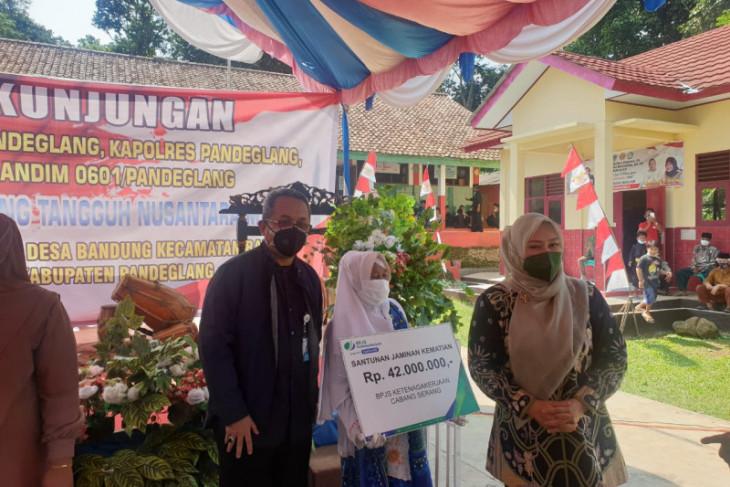 Bupati Pandeglang puji warga Desa Bandung daftar BPJAMSOSTEK Secara Mandiri
