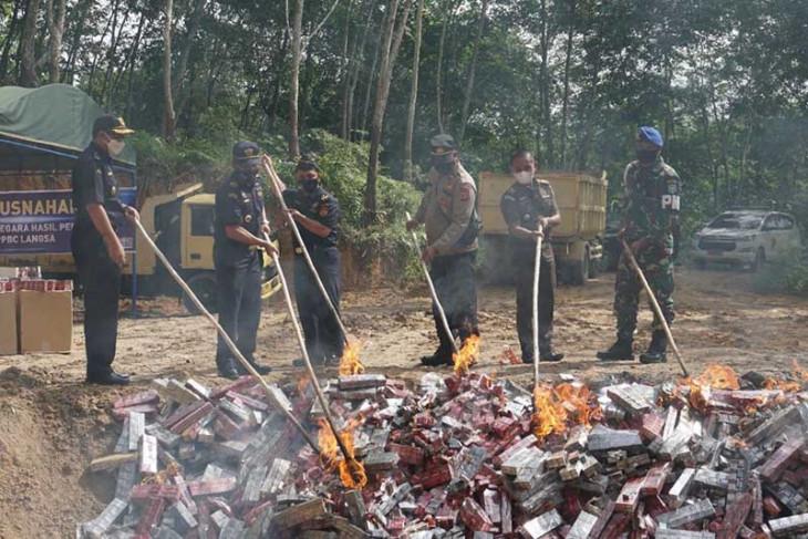 Bea Cukai Langsa musnahkan satu juta batang rokok ilegal