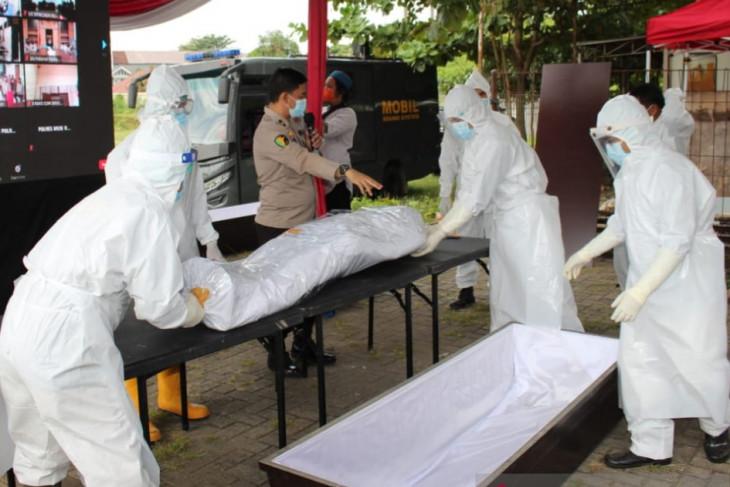 Polda Sumsel gelar pelatihan pemulasaraan jenazah pasien COVID-19