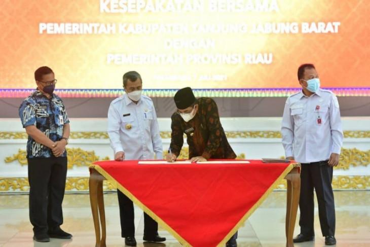 Pemkab Tanjabbar lakukan kerjasama pembangunan daerah dengan Pemprov Riau