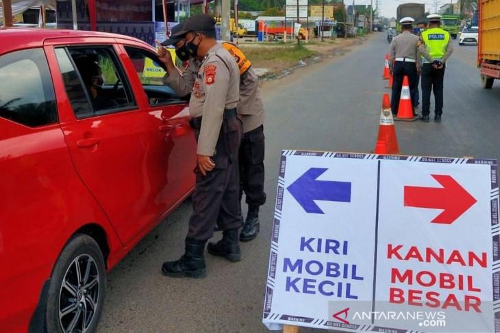 Sejumlah kendaraan di perbatasan Palembang-Banyuasin diputar balik