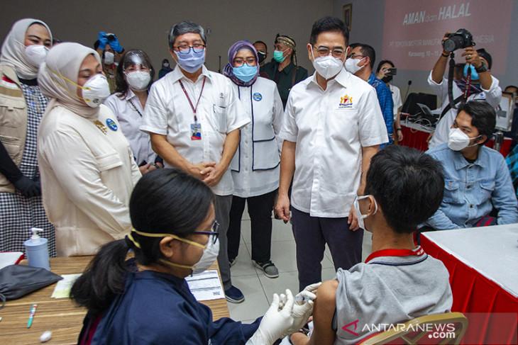 Menteri Ketenagakerjaan tinjau vaksinasi gotong royong