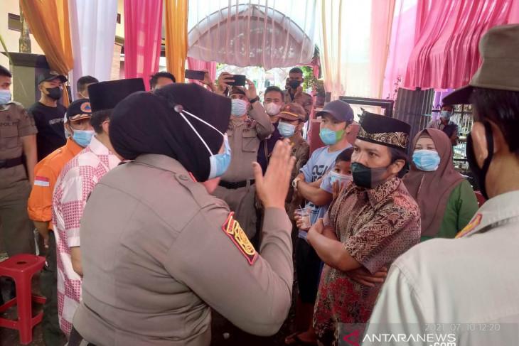 Satgas COVID-19 bubarkan pesta hajatan warga Rejang Lebong