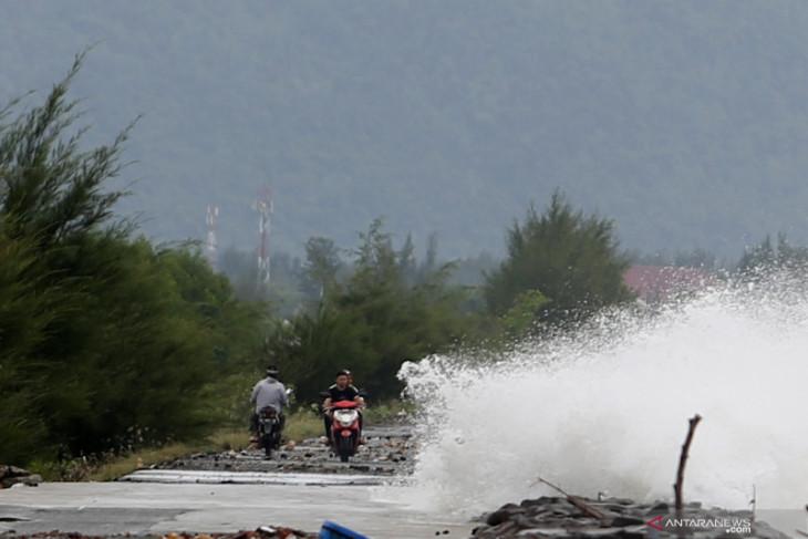 Waspada potensi hujan lebat dan angin kencang di Maluku