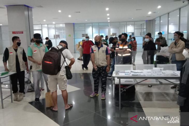 Puluhan penumpang tiba di Bandara kota Sorong tanpa dokumen lengkap