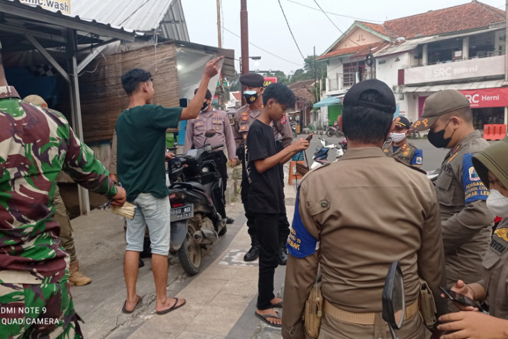 Petugas PPKM Darurat di Kabupaten Lebak temukan karyawan positif COVID