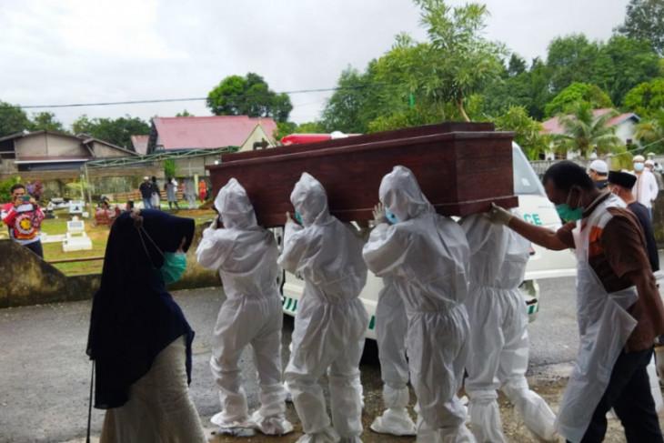 Kadis Penataan Ruang wafat, Wabup Sintang pimpin prosesi pemakaman