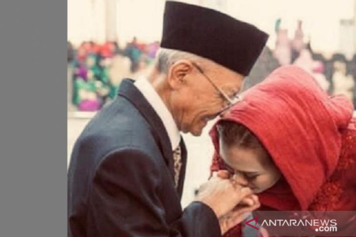 Mantan Bupati Karawang Sumarno Suradi meninggal dunia