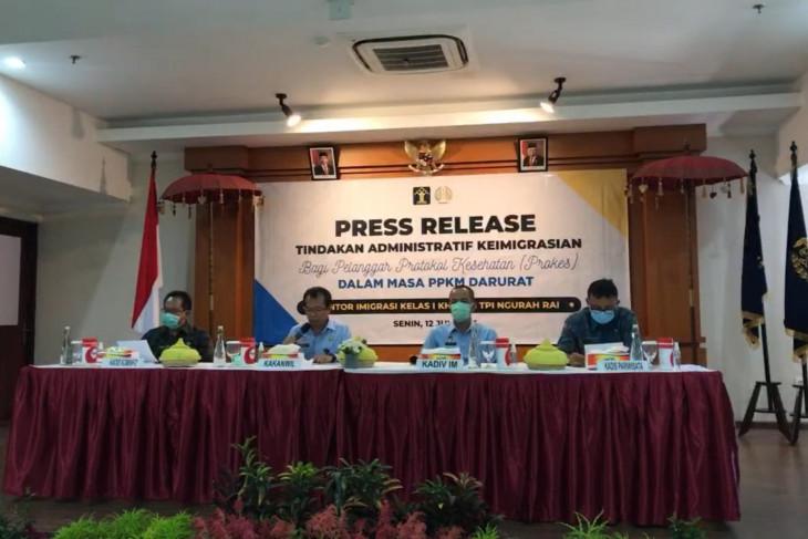 Imigrasi Bali deportasi tiga WNA pelanggar prokes PPKM Darurat