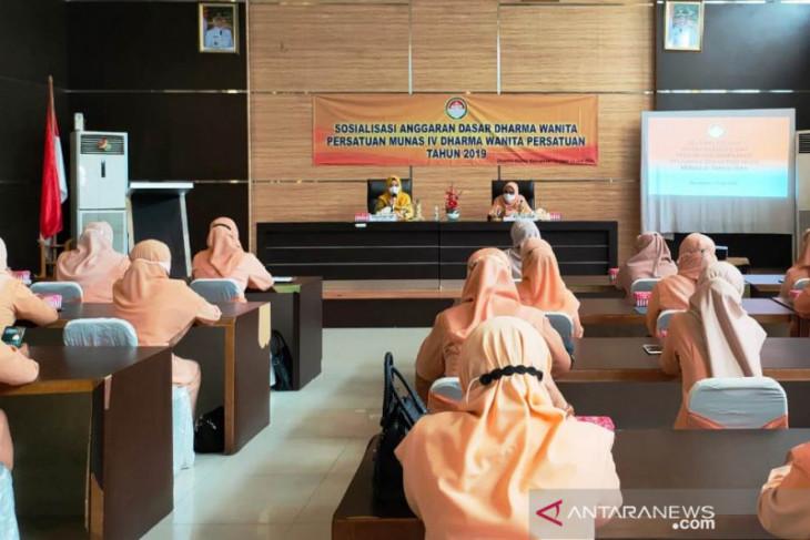 Saras sarankan DWP Batola gelar kegiatan sosialisasi dan pembagian masker