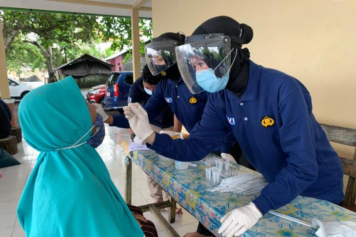 Puluhan pelaku usaha di kawasan wisata Ternate jalani tes usap PCR