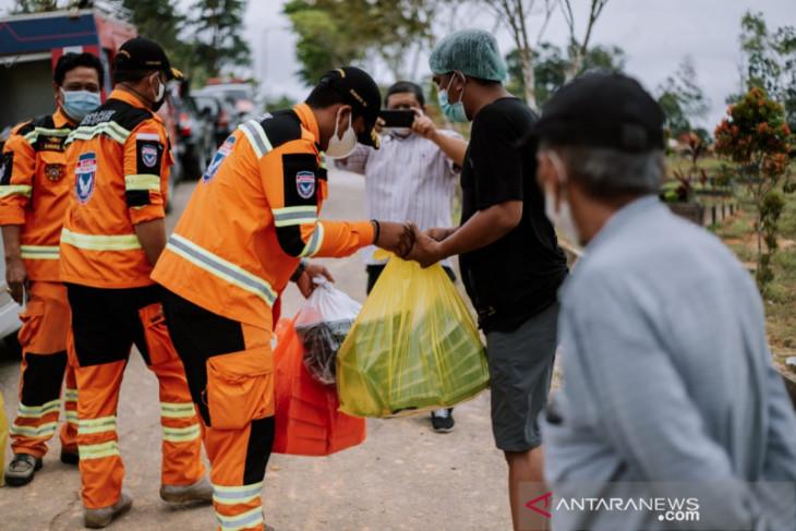 Banda Balikpapan peduli petugas pemakaman jenazah COVID-19