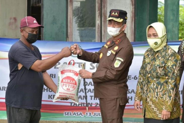 Korps Adhyaksa ribuan masker dan sembako