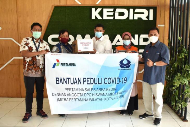 Bantuan bagi warga isolasi di Kota Kediri terus berdatangan