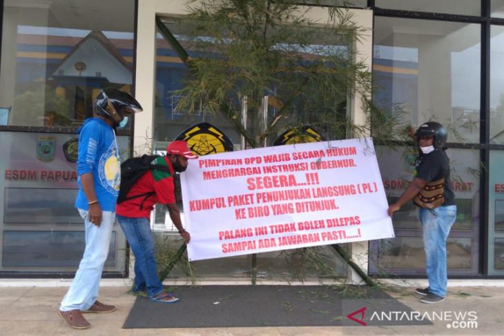 Kontraktor OAP segel 12 kantor OPD Pemprov Papua Barat