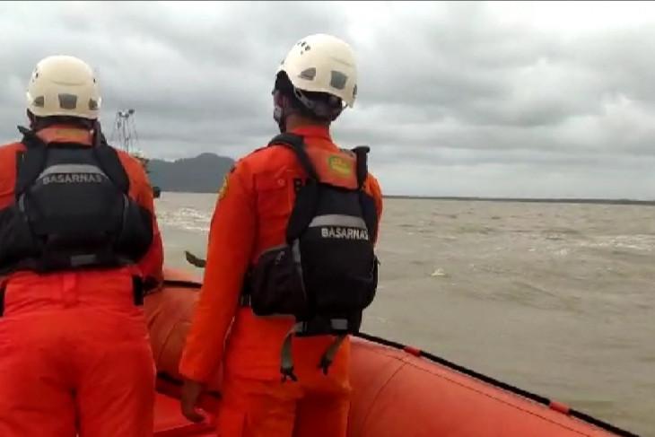 SAR Pontianak cari ABK dua kapal nelayan tenggelam