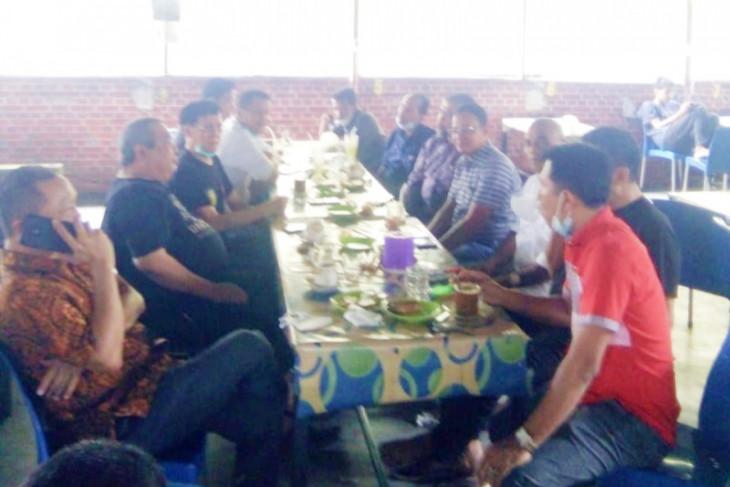 Ketua FPG DPRD Labura bincang soal kewartawanan dengan Ketua PWI Sumut