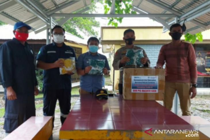 Ajak masyarakat disiplin prokes, PT Timah bagikan ratusan masker untuk warga Belitung Timur