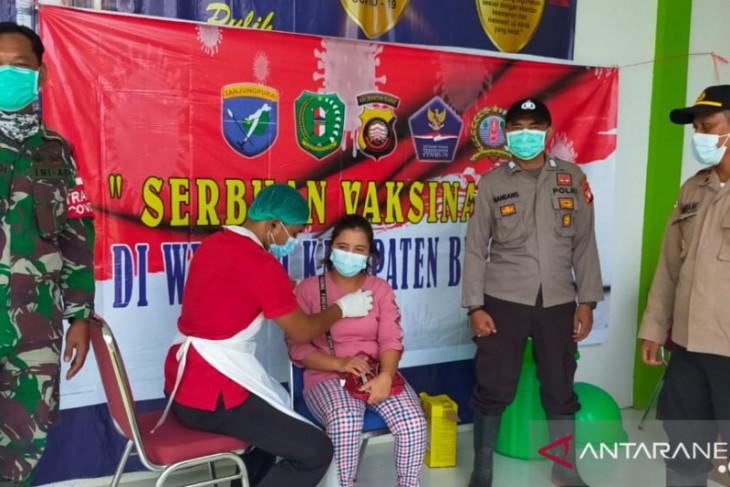 TNI-Polri kompak kawal vaksinasi di daerah perbatasan