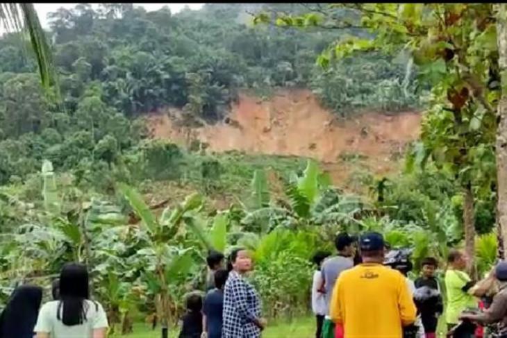 Banjir dan longsor landa Kecamatan Anjongan