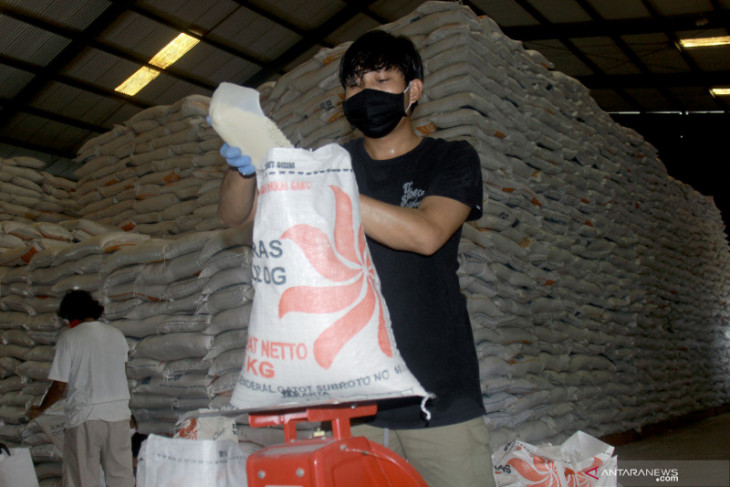 Over 7,000 tons rice sufficient for Maluku, North Maluku: Bulog