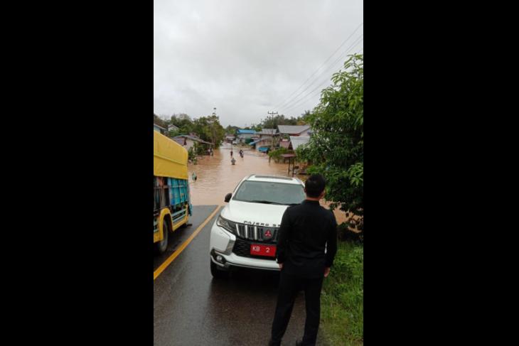 Banjir di empat kecamatan akses jalan nasional di Kapuas Hulu terputus