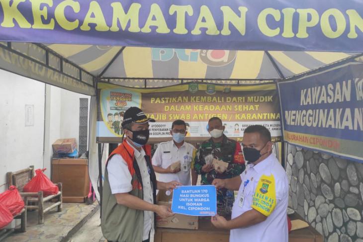 Pegawai Pemkot Tangerang bantu suplai makanan warga jalani isolasi mandiri