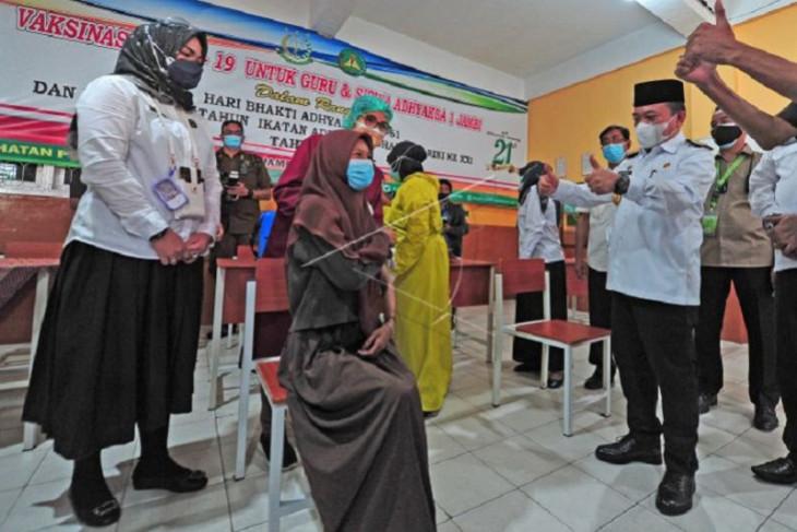 Gubernur Jambi tinjau vaksinasi Covid-19 bagi pelajar
