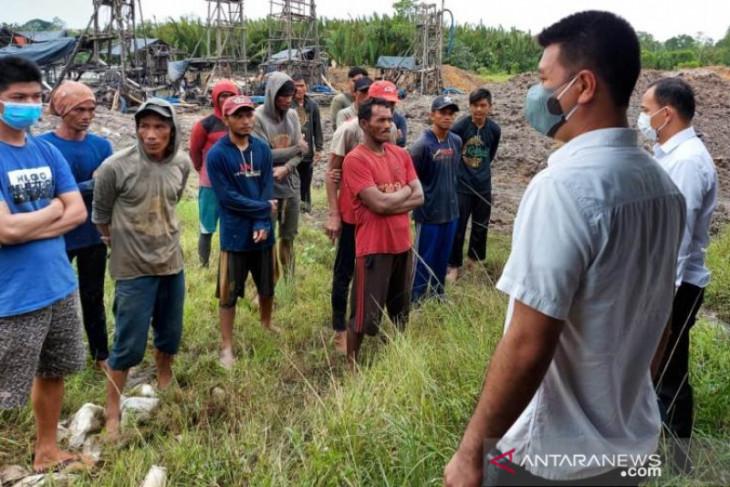 Polres Pangkalpinang amankan 18 penambang timah ilegal di Kolong Koboy