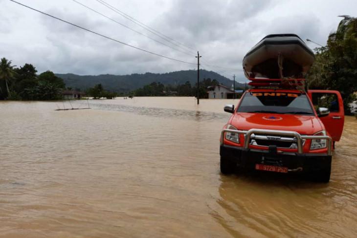 674 rumah warga di lima kecamatan di Mempawah kebanjiran
