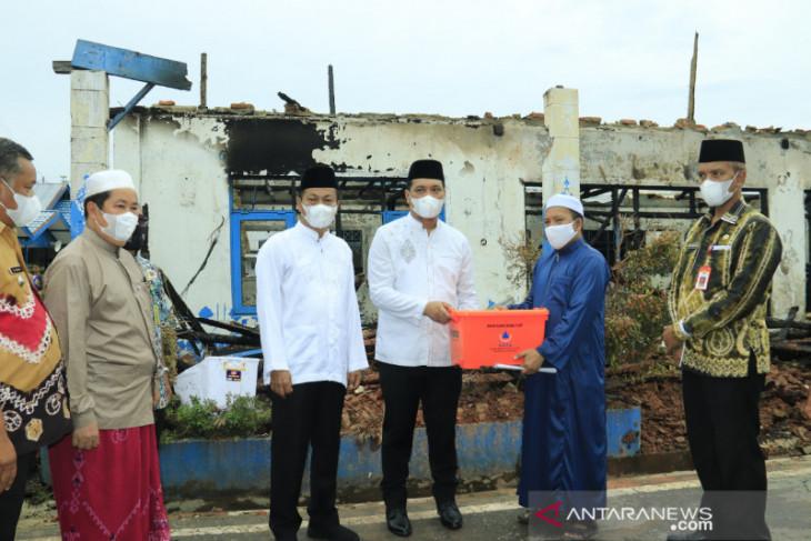 Wali Kota serahkan bantuan ke Ponpes Al Falah putra