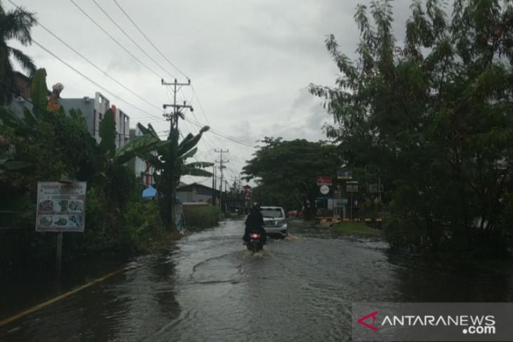 BMKG prakirakan hujan lebat disertai kilat terjadi di beberapa daerah