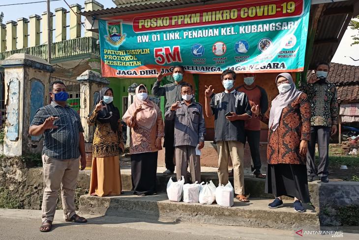 Kelurahan & LPM Kubangsari gotong royong bantu penuhi kebutuhan warga isoman